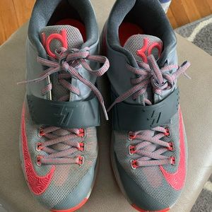 Nike KD's size 8.5 in excellent condition